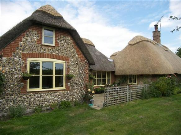 2 Bedroom Bungalow For Sale In Thatch Cottage Arundel
