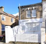 2 bedroom house in Linden Gardens, London...