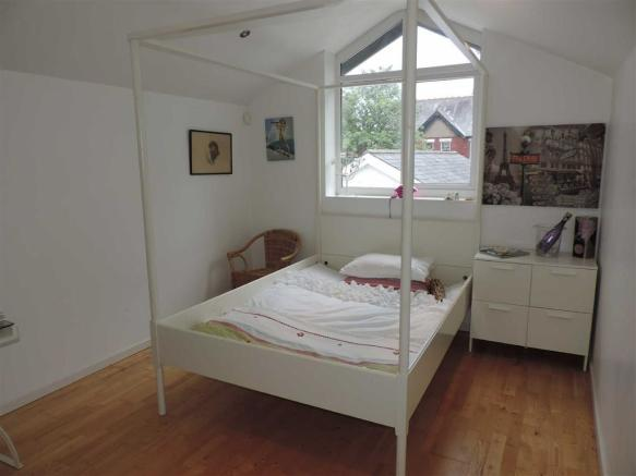 COACH HOUSE BED 1