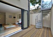 2 bedroom Flat in 2 bedroom property in...