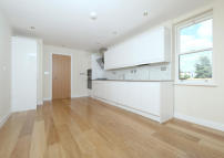 Flat in 2 bedroom property in...