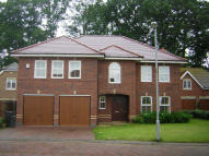 Detached property in THE AVENUE, Leicester...