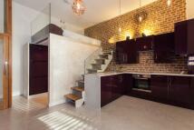 1 bed Studio flat in Earls Court Road...