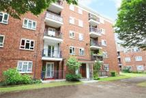 2 bedroom Ground Flat for sale in Edensor Gardens, Chiswick