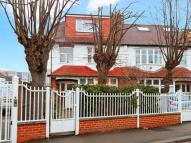 5 bedroom Flat in Southfield Road, Chiswick