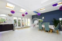 4 bed semi detached house in Kingscote Road, Chiswick
