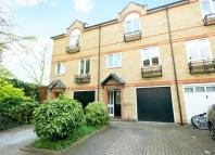 3 bedroom Terraced property to rent in Meadow Place...