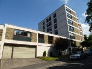 3 bedroom Flat in Wells Court...