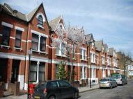 Studio flat in Fairbridge Road {1015FB}...