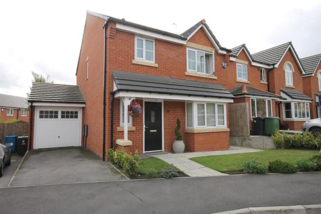 3 bedroom detached house for sale in shackleton avenue for Home architecture widnes