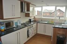 Flat to rent in Chestnut Grove, L15...