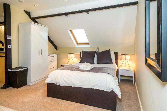Apt 1 Double Bedroom