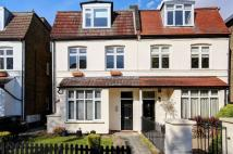 Flat to rent in Cedars Road...