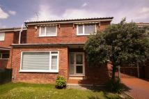 3 bed Detached house in Whinmoor Crescent, Leeds...
