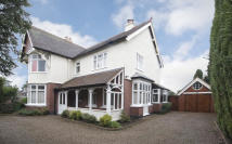 5 bed Detached property in Summerhill, Kingswinford...