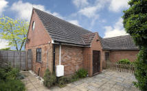 1 bed Semi-Detached Bungalow in Lower Bungalow...