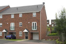 2 bedroom semi detached house to rent in 15 Crownoakes Drive...