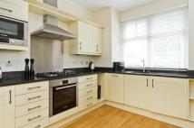 Cottage to rent in Hampton Court Road...