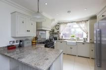 3 bed semi detached house to rent in Langbourne Way, Claygate...