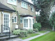 2 bedroom Flat in Belvedere Close, Esher...