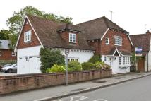 3 bed Detached home in Gomshall Lane, Guildford...