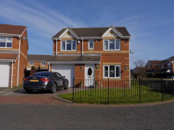 4 Bedroom Detached House For Sale In Marlfield Court