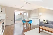 3 bed Flat in Lindrop Street, Fulham...