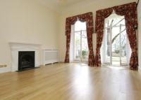3 bed Flat in Queens Gate