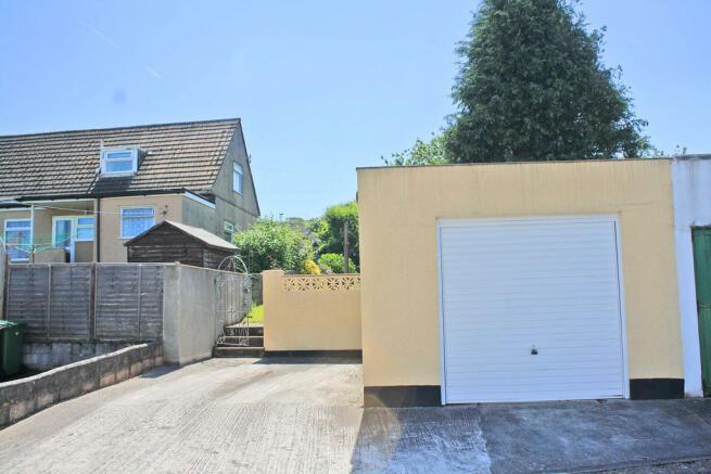 Garage & Driv...