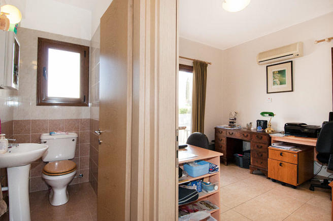 Guest WC / Office