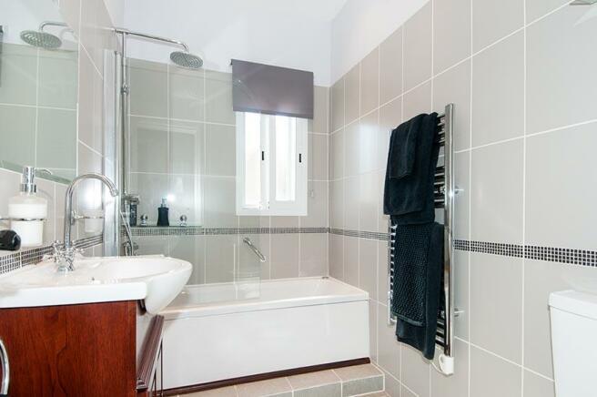 Full Bathroom with J