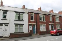 Flat to rent in Emmerson Terrace...
