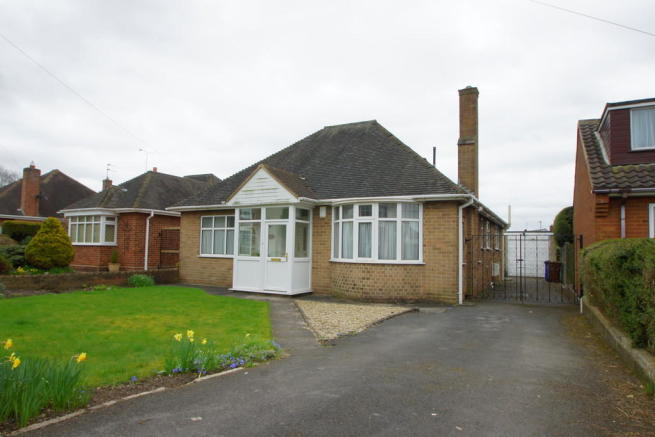 2 bedroom detached bungalow for sale in dartmouth avenue