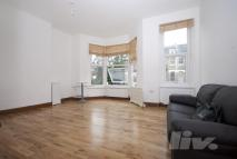 Flat to rent in Gascony Avenue...