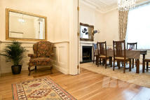 Apartment in Eaton Place, Belgravia...