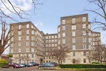 Flat to rent in South Lodge, Circus Road...