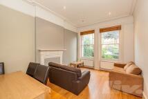 3 bedroom Flat in Polperro Mansion...