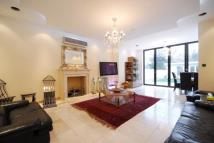 Apartment to rent in Brondesbury Park...