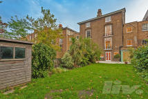 Flat to rent in Blenheim Terrace...