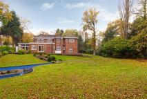 5 bed Detached home in White Lodge Close...