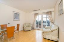Flat to rent in Clarendon Court...