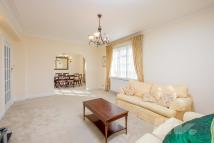 3 bed Flat to rent in Cropthorne Court...