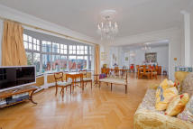 5 bedroom Flat to rent in Eton Court, Eton Avenue...