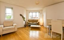 Flat to rent in Windmill Drive...