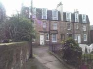 Flat to rent in Shaws Square, Edinburgh...