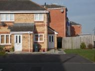 Maisonette to rent in Old Coach Road, Halton...