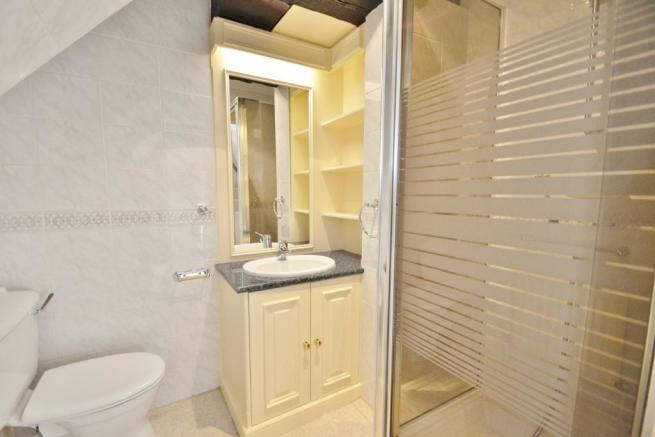 En-Suite to 2nd Bedr