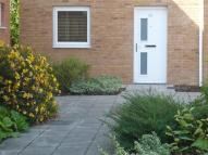 1 bedroom Ground Flat to rent in Dol Felin...