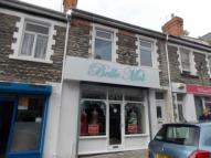Flat to rent in High Street, Barry...