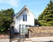 2 bedroom Detached house in Woronzow Road, London...